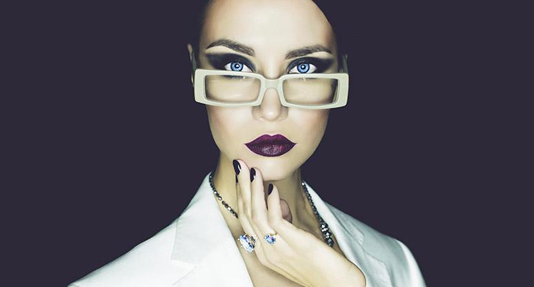¿Usas lentes? 11 tips de maquillaje para ti