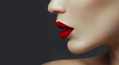 Finge-unos-labios-con-volumen-principal