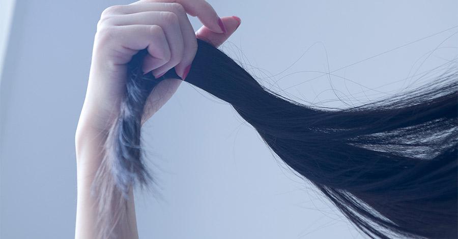 Mano y pelo