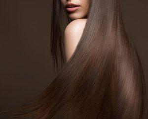 Mujer con pelo largo en el hombro