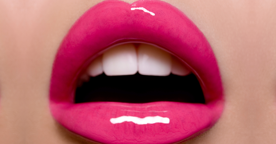 Glossy-Lips-900x470