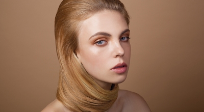 Mujer con pelo castaño