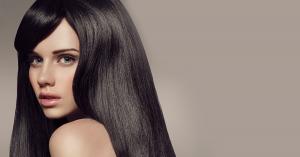 Mujer con pelo negro