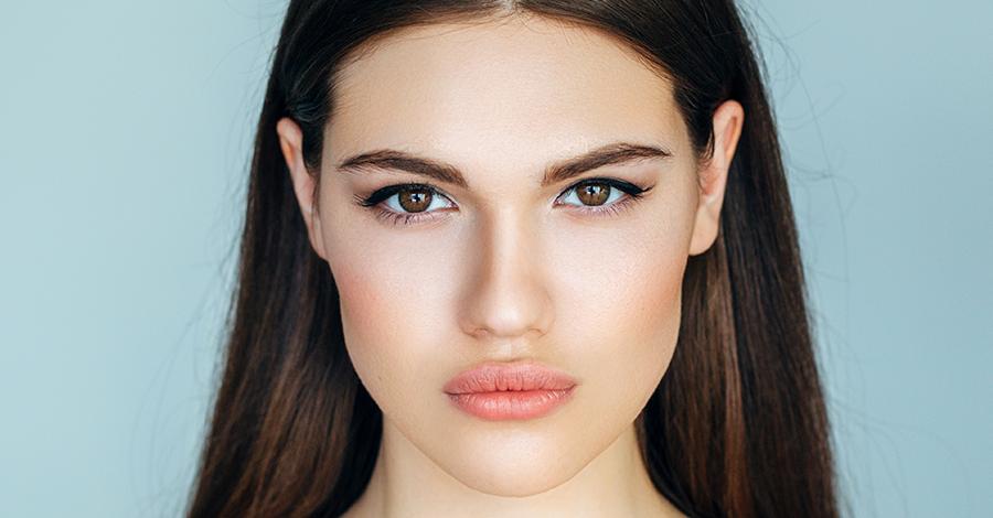 Como-maquillarte-si-usas-lentes-de-contacto-900x470