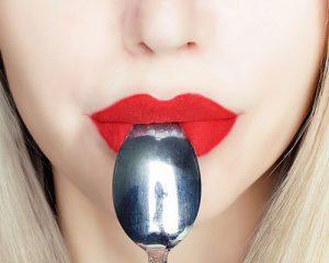 boca con cuchara
