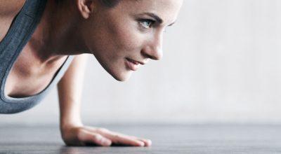 5-ejercicios-que-puedes-hacer-mientras-ves-television_principal