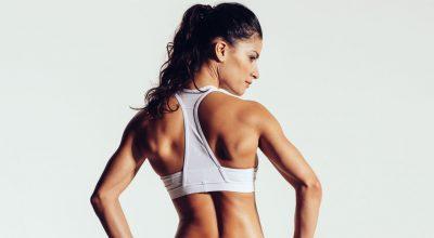 mujer de espaldas con ropa de ejercicio