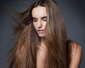 como evitar el frizz en el cabello