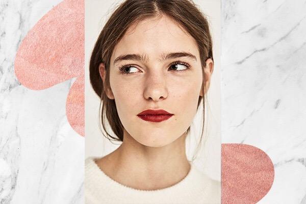 Finaliza con lipstick rojo
