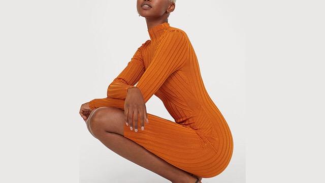 Vestido naranja de punto