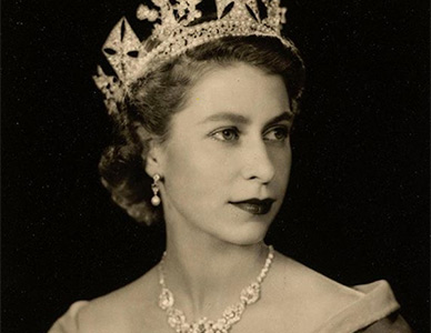 Los secretos detrás de los looks de la Reina Isabel II - The Beauty Effect